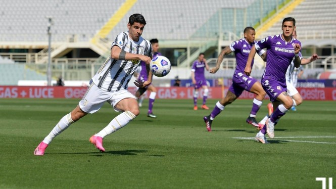 Alvaro Morata bobol gawang Fiorentina