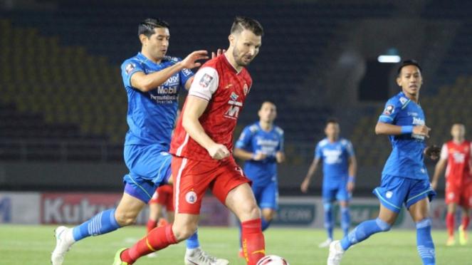 Pertandingan Persib vs Persija dalam leg kedua final Piala Menpora