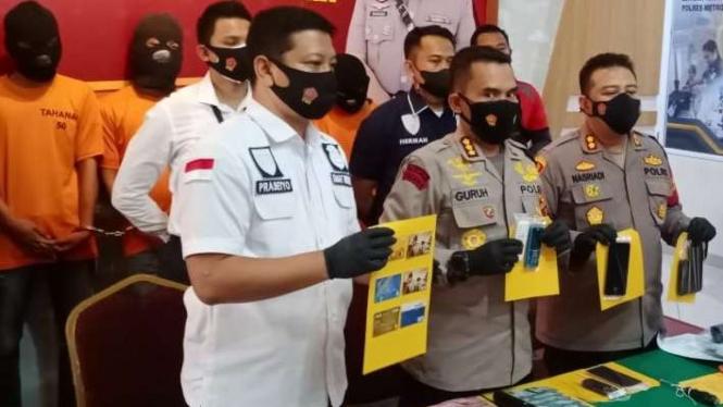 Barang Bukti Sindikat Pembobol ATM di Jakarta Utara
