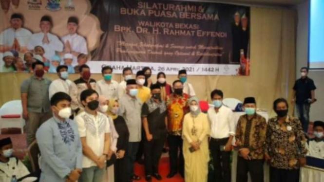 Wali Kota Bekasi Rahmat Effendi menggelar buka puasa bersama.