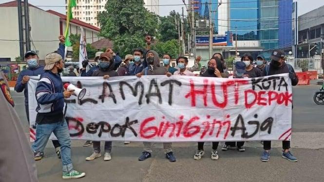 Unjuk raja mahasiswa di HUT ke-22 Kota Depok.