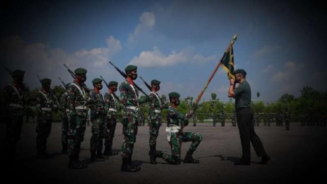 VIVA Militer: Upacara pelepasan Bayu Aditya Wardana dari Yonarmed 12 Kostrad.