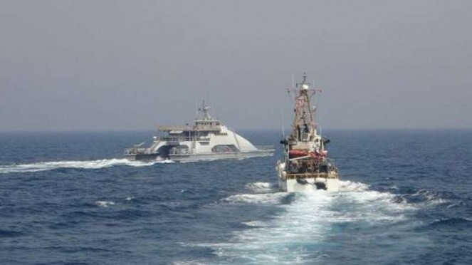 6088cae27a039-viva-militer-kapal-penjaga-pantai-amerika-dihadang-kapal-perang-iran_663_372.jpg