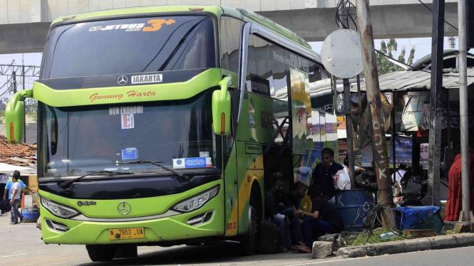 Pemudik Menggunakan Bus