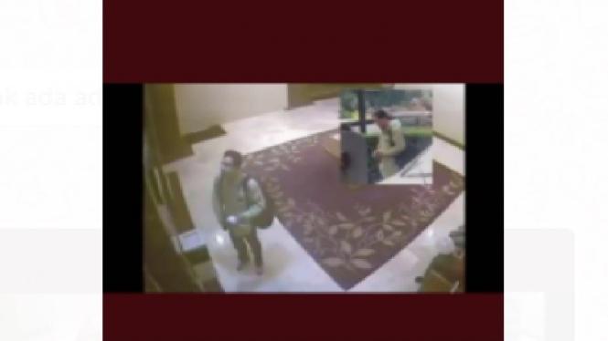 Video viral pria diduga Munarman di sebuah hotel