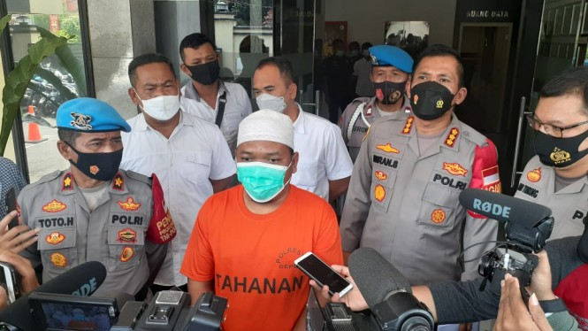 Pelaku di balik hebohnya hoax babi ngepet di Depok.