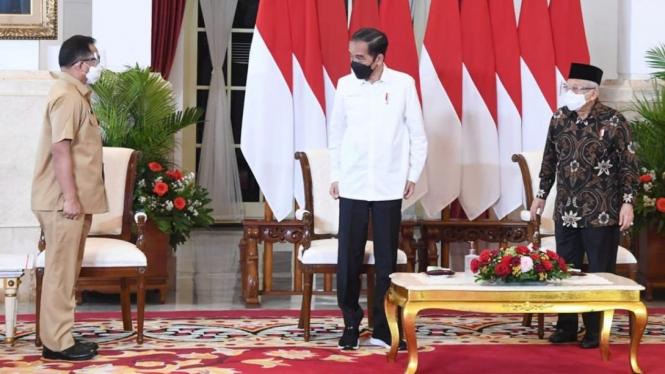 Presiden Joko Widodo dan Wapres Ma'ruf Amin didampingi Mendagri Tito Karnavian