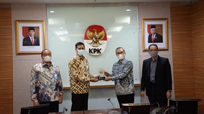 Direksi dan Dewan Pengawas BPJAMSOSTEK di Gedung Merah Putih KPK, Jakarta.