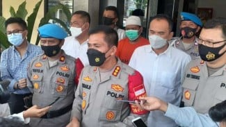 Kapolres Metro Depok, Komisaris Besar Polisi Imran Edwin Siregar (tengah)