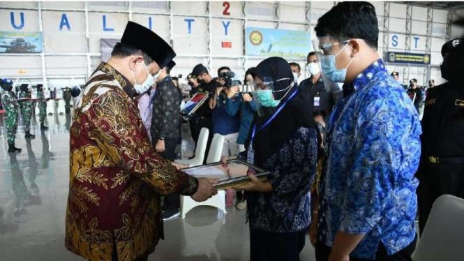 VIVA Militer: Menhan RI Prabowo Subianto bersama keluarga 53 awak KRI Nanggala