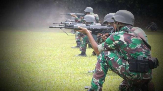 VIVA Militer: Prajurit Yonkapa 1 Marinir asah kemampuan menembak jarak jauh