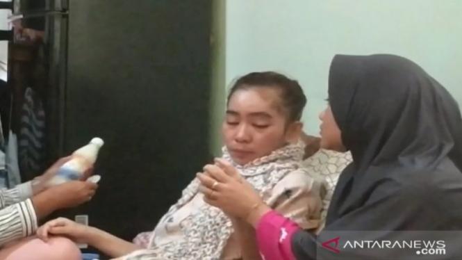 Guru honorer SMAN 1 Cisolok Sukabumi, Susan Atela lumpuh setelah divaksin