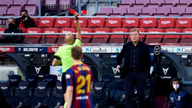 Pelatih Barcelona, Ronald Koeman dikartu merah