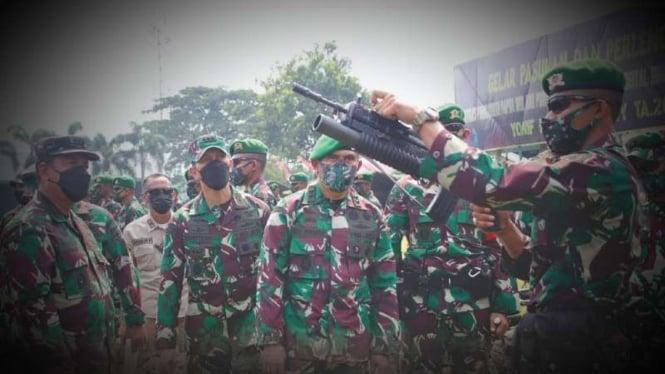 VIVA Militer: Asops Kasad mengecek persenjataan Satgas Pamrahwan Yonmek 521/DY