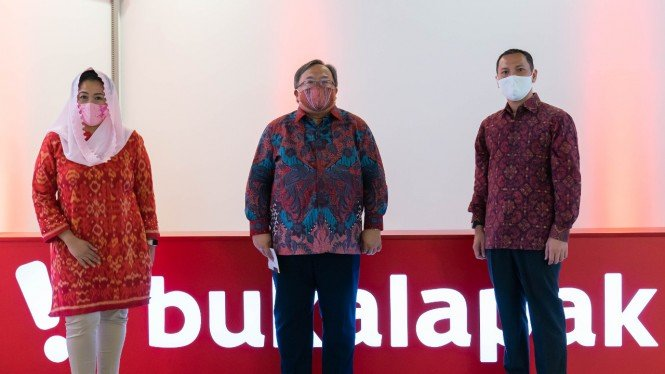 Komisaris Utama Bukalapak, Bambang Brodjonegoro (tengah).