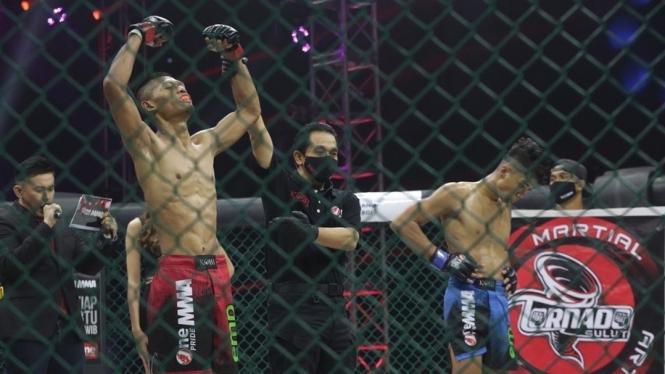 Roy Angga mengalahkan Andre Setiawan