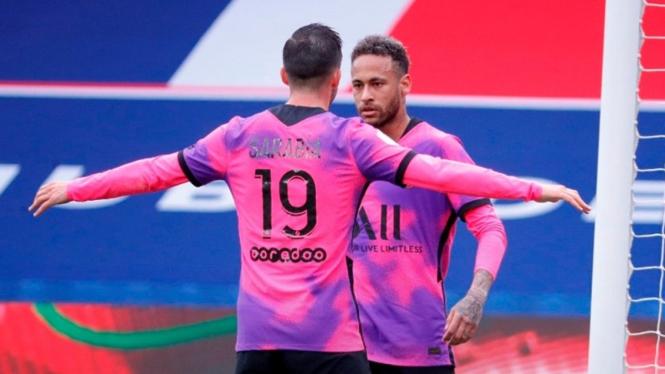 Neymar mencetak gol saat Paris Saint-Germain menghadapi Lens
