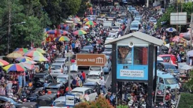 Kondisi di Pasar Tanah Abang Jakarta Pusat, Minggu 2 Mei 2021