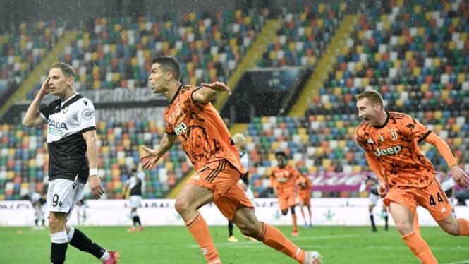 Cristiano Ronaldo melakukan selebrasi gol saat Juventus melawan Udinese