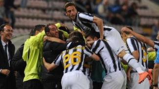 Pemain Juventus merayakan Scudetto 2011/12.