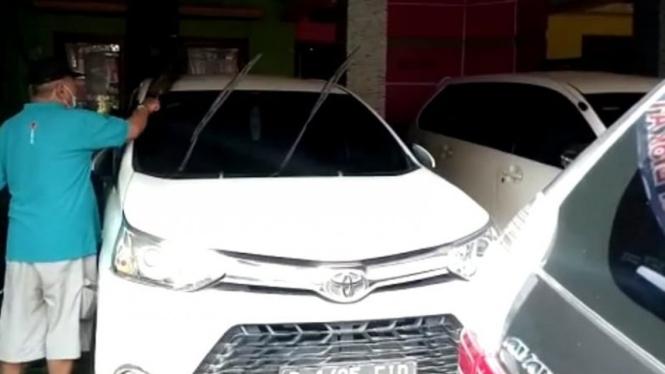 Bisnis rental mobil di Cikarang Barat terdampak larangan mudik.
