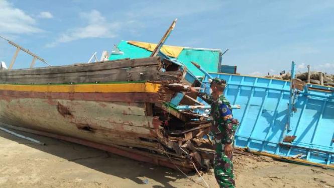 VIVA Militer: Kondisi kapal nelayan yang ditabrak MT. Edrico VIII