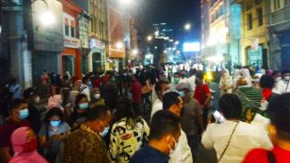 Kerumunan di Kesawan City Walk (KCW) Medan