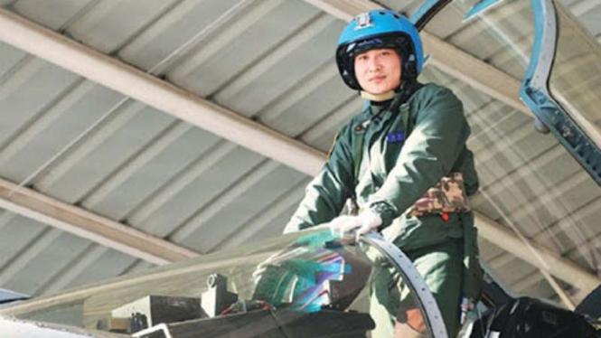 VIVA Militer: Zhang Chao, pilot jet tempur Shenyang J-15 yang tewas