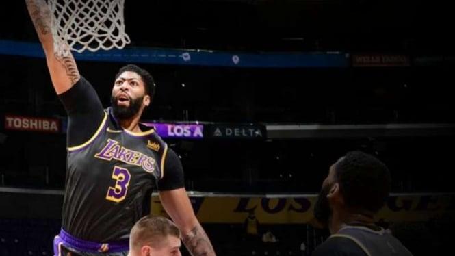 Pemain LA Lakers, Anthony Davis saat melawan Denver Nuggets.
