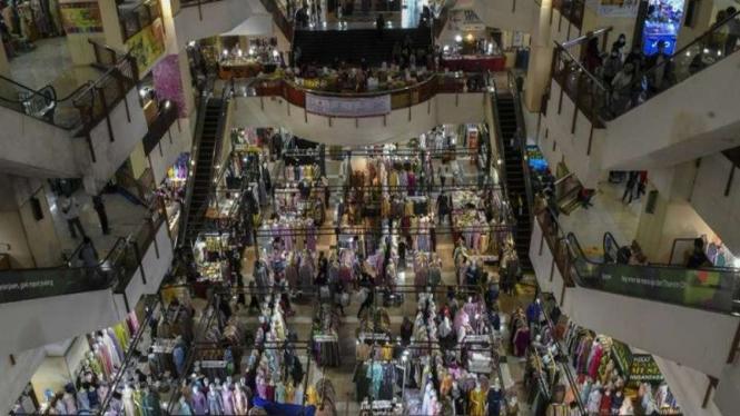 Suasana pusat perbelanjaan Thamrin City di Jakarta