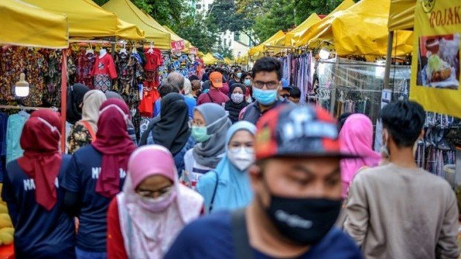Bazar Ramadhan di Jalan Tunku Abdul Rahman, Kuala Lumpur.