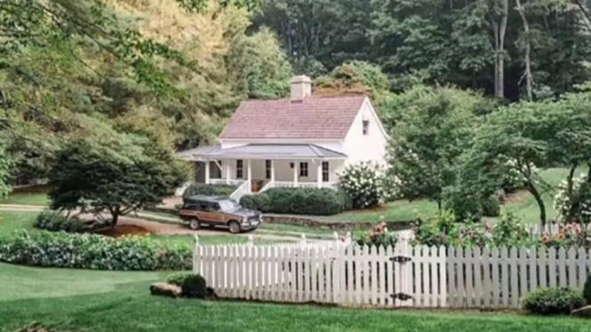 Rumah Impian Arya Saloka