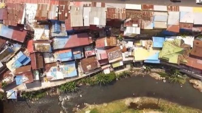 Kemiskinan dan ketimpangan nampak nyata di permukiman di bantaran sungai