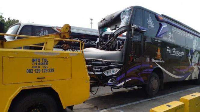 Kecelakaan di Gerbang Tol Kalikangkung Semarang