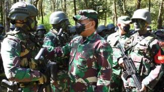 VIVA Militer: Pangdam III/Siliwangi menjiuau pasukan Yonif III/Siliwangi