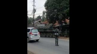 VIVA Militer: Tank TNI hadang pemudik
