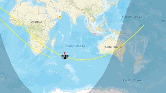 Proyeksi arah jatuhnya roket China Long March 5B.