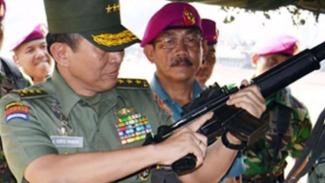 VIVA Militer: Letjen TNI (Purn.) Johannes Suryo Prabowo saat menjadi Kasum TNI