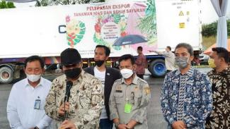 Menko Airlangga dan Mentan Syahrul Yasin Limpo melepas secara simbolis benih tanaman hias milik Minaqu Home Nature, untuk diekspor ke sejumlah negara di Pasar Minaqu Jungle Festival, Kamis (06/05)