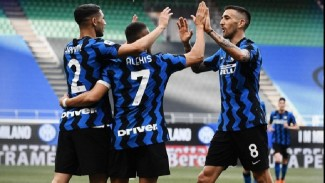 Para pemain Inter Milan merayakan gol.