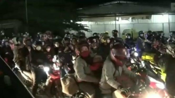 Ribuan pemudik di perbatasan Bekasi-Karawang