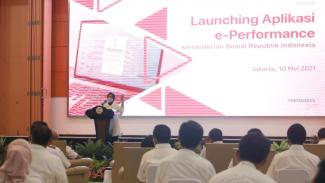 Mensos Risma saat peluncuran e-Perfomance di Gedung Aneka Bhakti, Jakarta, Senin (10/5/2021).