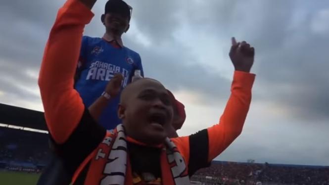 Sapri ketika mendukung Persija di markas Arema FC