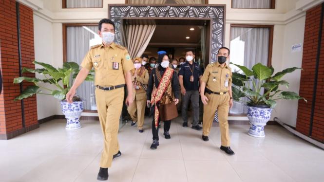 Mensos Risma mengunjungi BRSPDF Budi Perkasa Palembang