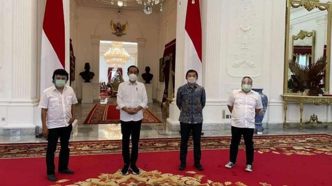 Presiden Jokowi, Adian Napitupulu, Mustar Bonar Ventura, dan Fendy Mugni