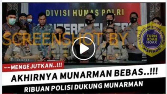 Tangkapan layar (screen shot) akun Facebook Game Politiq yang menampilkan gambar sejumlah polisi, termasuk di antara mereka Tito Karnavian, bersama Sekretaris Jenderal FPI Munarman.