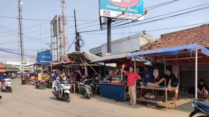 Pasar Korelet, Ranca Iyuh, Kecamatan Panongan, Kabupaten Tangerang.