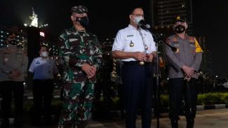 Gubernur DKI Anies Baswedan bersama Pangdam Jaya dan Kapolda Metro Jaya.