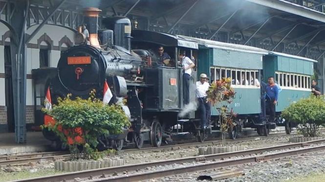Perjalanan dengan Kereta uap, di Museum Kereta Api Ambarawa.