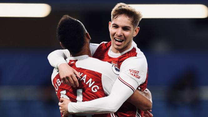 Pemain Arsenal, Emile Smith Rowe, merayakan gol